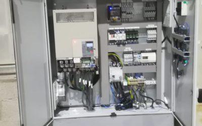Cuadro eléctrico para alimentación y maniobra de motores y electroválvulas de un filtro de mangas